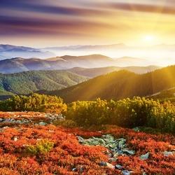 Пазл онлайн: Рассвет над холмами