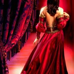 Пазл онлайн: Красное платье