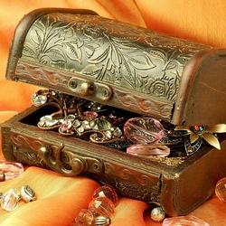 Пазл онлайн: Старая шкатулка