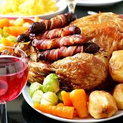 Пазл онлайн: Запеченная курица с колбасками