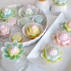 Пазл онлайн: Праздничные пирожные