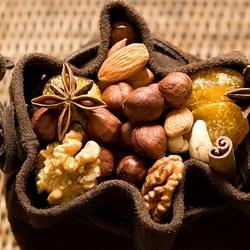 Пазл онлайн: Мешочек с орехами