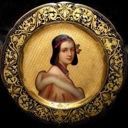 Пазл онлайн: Женский портрет на фарфоре