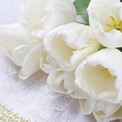 Пазл онлайн: Букет белых тюльпанов
