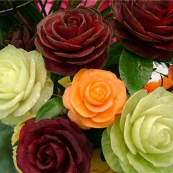 Пазл онлайн: Розы из овощей