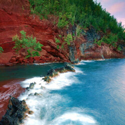 Пазл онлайн: Красный пляж Гавайев