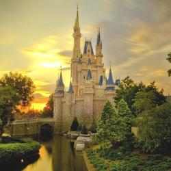 Пазл онлайн: Замок в лучах заката