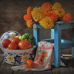 Пазл онлайн: Цветочно-овощной натюрморт