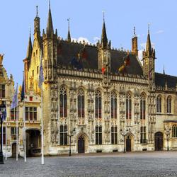 Пазл онлайн: Ратуша в Брюгге