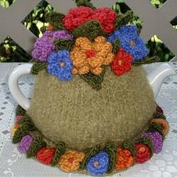 Пазл онлайн: Вязаная одежда чайничку