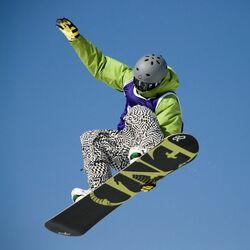 Пазл онлайн: Полет на сноуборде