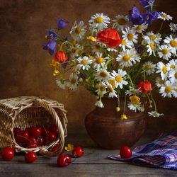 Пазл онлайн: Натюрморт с цветами и черешней