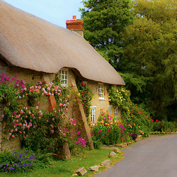 Пазл онлайн: Дом в деревне Бертон Брэдсток