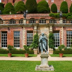 Пазл онлайн:  Сад замка Поуис (Powis Castle Gardens)