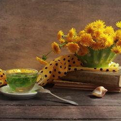 Пазл онлайн: Букет одуванчиков и чай с мятой