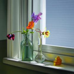 Пазл онлайн: Настурция и цветной горошек на окне