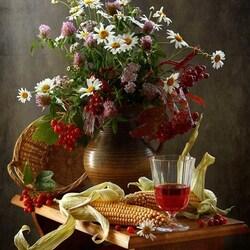 Пазл онлайн: Натюрморт с цветами и кукурузой