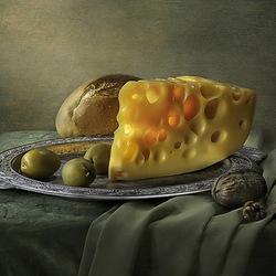 Пазл онлайн: Натюрморт с оливками и сыром
