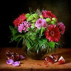 Пазл онлайн: Цветы и гранаты