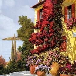 Пазл онлайн: Розовые цветы и желтые стены