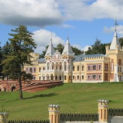 Пазл онлайн: Замок-дворец в Рязанской глуши