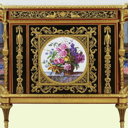 Пазл онлайн: Антикварная мебель с росписью на фарфоре