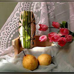 Пазл онлайн: Натюрморт с тюльпанами и грушами