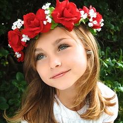 Пазл онлайн: Девочка в венке
