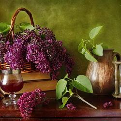 Пазл онлайн: Натюрморт с сиренью и вином