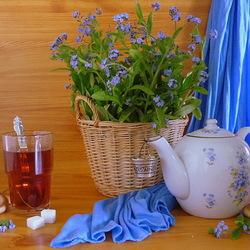 Пазл онлайн: Натюрморт с незабудками и чаем
