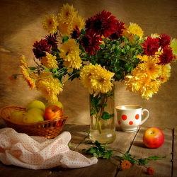 Пазл онлайн: Хризантемы и яблоки