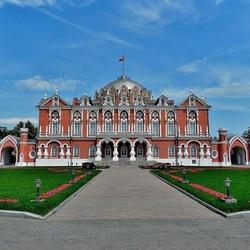 Пазл онлайн: Петровский путевой дворец