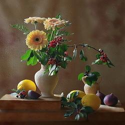 Пазл онлайн: Натюрморт с герберами и фруктами