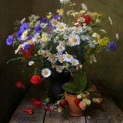 Пазл онлайн: Пахнет летом и земляникой