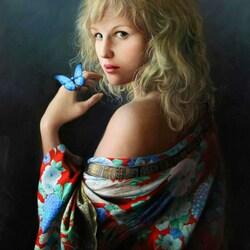 Пазл онлайн: Девушка с бабочкой