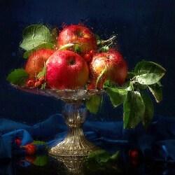 Пазл онлайн: Яблоки под дождем