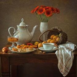 Пазл онлайн: Натюрморт с герберами и абрикосовым вареньем