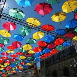 Пазл онлайн:  Парящие зонтики