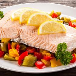 Пазл онлайн: Рыбка с овощами