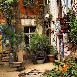 Пазл онлайн: Дворики Берлина