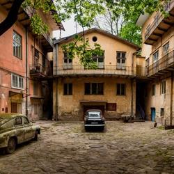 Пазл онлайн: Старый дворик