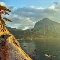 Пазл онлайн: Рассвет у берега