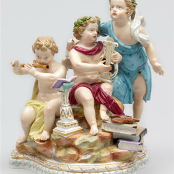 Пазл онлайн: Фарфоровая статуэтка