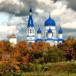 Пазл онлайн: Собор Покрова Пресвятой Богородицы в Гатчине