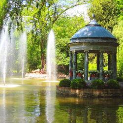Пазл онлайн: Беседка в парке