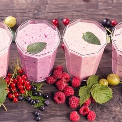 Пазл онлайн: Молочно-ягодные коктейли
