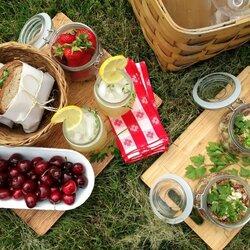 Пазл онлайн: Пикник на траве