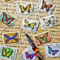 Пазл онлайн: Бабочки и марки