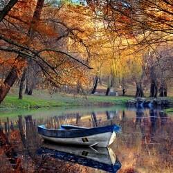 Пазл онлайн: Осенняя лодочка