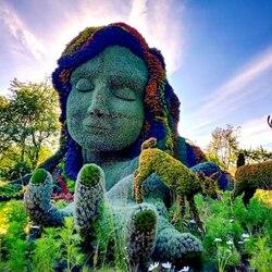 Пазл онлайн: Выставка цветочных скульптур в Монреале